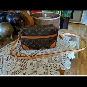 Authentic Louis Vuitton Crossbody Trocadero 23
